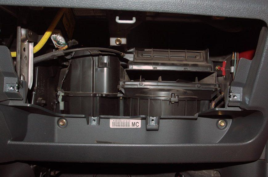Замена топливного фильтра Seat