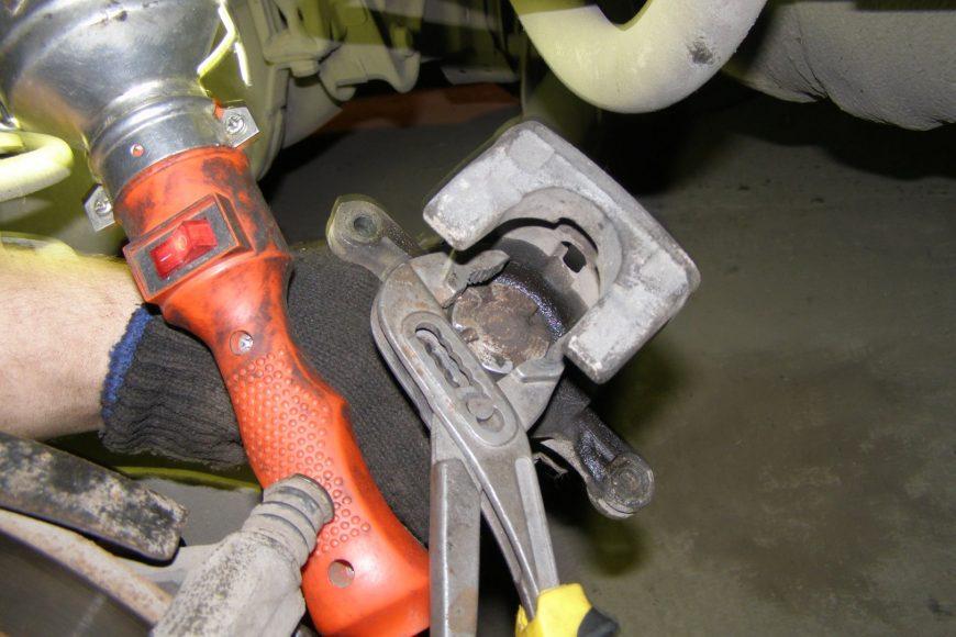 Замена дисков на автомобилях со стояночным тормозом