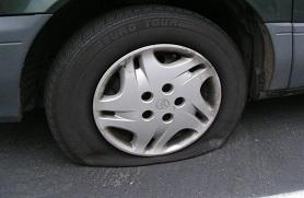 Как поступить в ситуации с пробитым колесом?